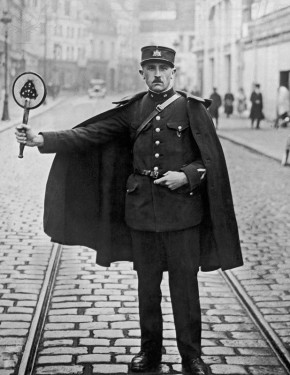 A traffic policeman in the northern French town of Douai, with his red light on a stick, circa 1925. (Photo by FPG/Hulton Archive/Getty Images)