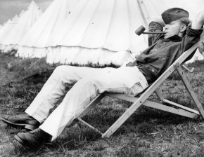 29th July 1939:  Over 5,000 Terriers mostly from London spend two weeks at the Territorial Army Camp in Burley, New Forest.  (Photo by Fox Photos/Getty Images)